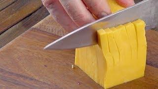Prendi un coltello e taglia il cubo giallo così. Ti farà impazzire!