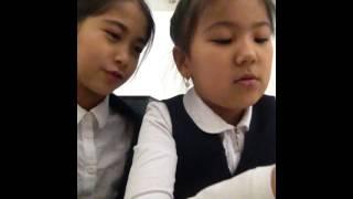 Видео урок как делать браслеты из резинок