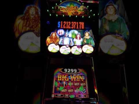 Inside Casino Royale von YouTube · HD · Dauer:  53 Sekunden  · 1000+ Aufrufe · hochgeladen am 13/11/2013 · hochgeladen von JohnB 00007
