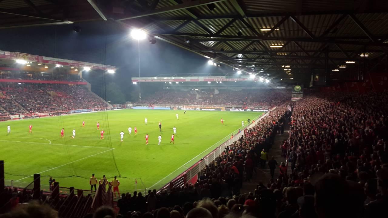 Union Berlin gegen St. Pauli:  Stimmung beim 2 : 0 in der Alten Försterei - 2. Bundesliga