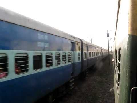 Parallel action and overtake of 12178 Gwalior-Howrah Chambal Express