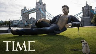 There's A 25-Foot Shirtless Statue Of Jeff Goldblum Lounging By London's Tower Bridge | TIME