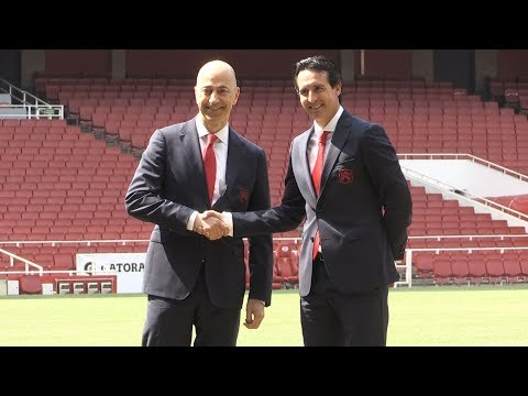 New Arsenal Manager Unai Emery Shakes Hands With Club Chief Executive Ivan Gazidis