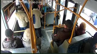 Oameni cad pe jos in autobuz, la frana - Cluj 9 01 2020