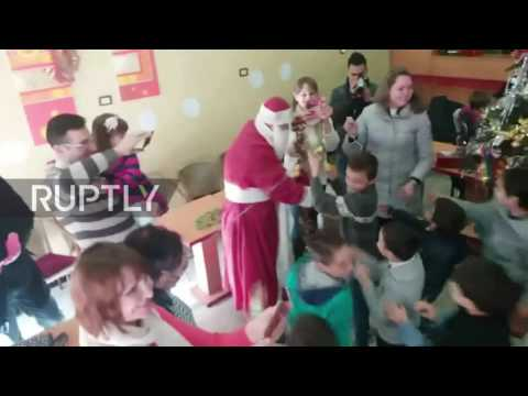 Syria: Russian mothers and their children hold NY party in Homs