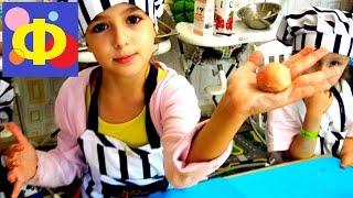 Кулинарный мастер класс: вафельные вишенки(Видео для детей. Кулинарный мастер класс на котором дети готовят блюдо - вафельные вишенки. Быстро, вкусно,..., 2016-08-31T05:00:06.000Z)