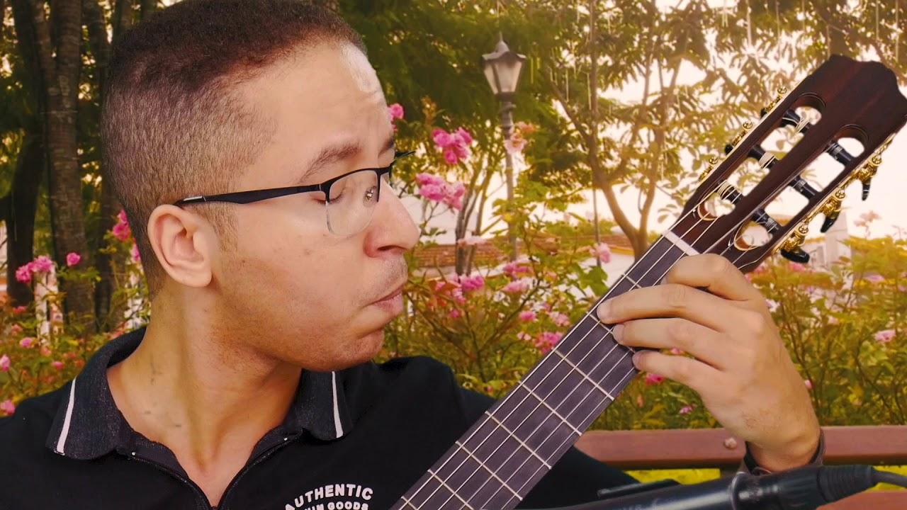 Assista o violonista Peterson Reinan interpretando uma peça de Pixinguinha em um violão Rifosi