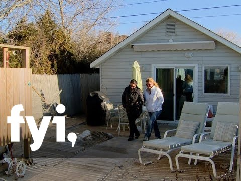 Tiny House Hunting A Simple Life in a Simple Beach Cottage S2 E3