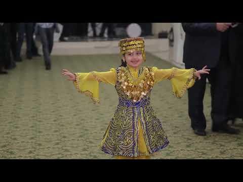 5 ти летняя девочка удивила всех со свoим  танцем (лазги ) узбекский танец ! свадьба турков вТашкете