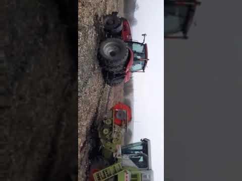 Claas108 Case 310 застряг в болоті