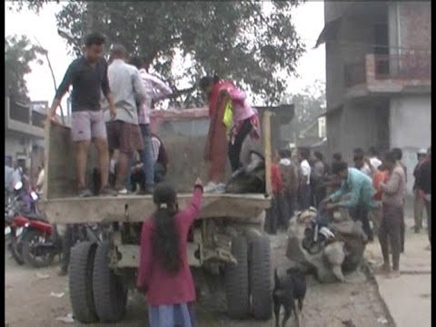 BSC pass candidates clean up the roads, drainage before interview in Fatehpur, UP!