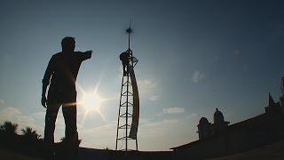 Два индийца соорудили бюджетную ветряную турбину (новости)(http://ntdtv.ru/ Два индийца соорудили бюджетную ветряную турбину. Братья Арун и Ануп из индийского штата Керала..., 2016-06-02T11:56:12.000Z)