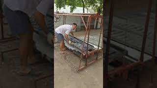 Dispozitiv pentru garduri de beton (decofrare)