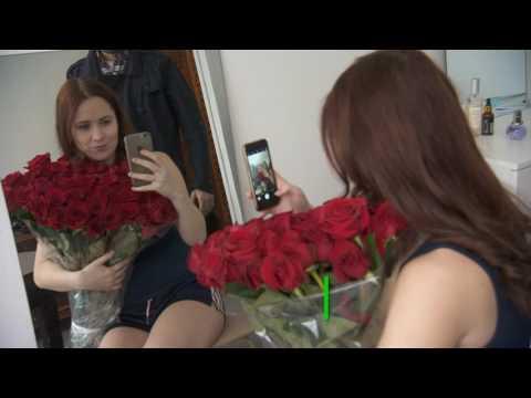 Во имя ревности и лайков: российские девушки берут напрокат букеты для селфи