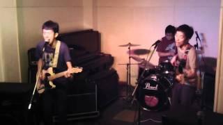 4バンド目 アナログフィッシュ「出かけた」のコピー.