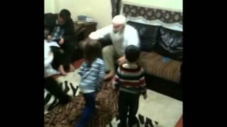 Fethi hoca torunlarıyla oyun oynarken
