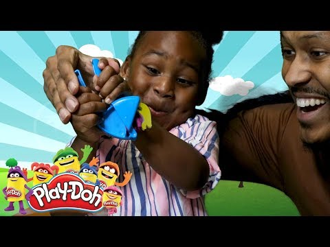 Play-Doh Animals With Roachy! 🐝👶🏽🦗| Brazil & Friends