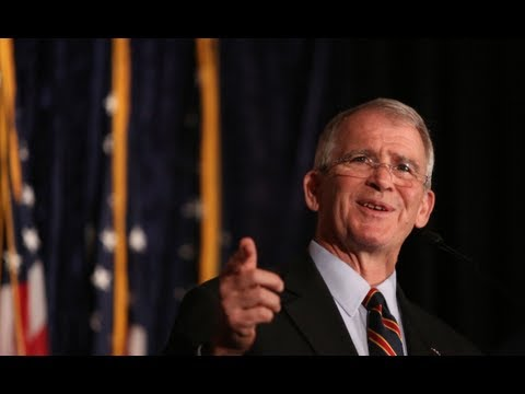 """Oliver North talks """"Heroes Proved"""" at the Nixon Library"""