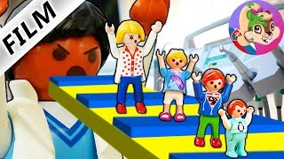 Playmobil English | UJDI DENTIST! Mama Klaudia experiences ROBLOX OBBY in real life | Vrabcovci