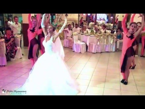 Невеста поет песню - подарок растрогал жениха до слез!!! - Ржачные видео приколы