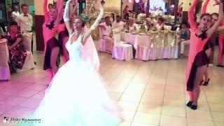 Невеста поет песню - подарок растрогал жениха до слез!!!