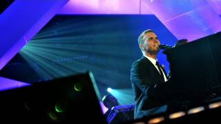 Gary Barlow performs