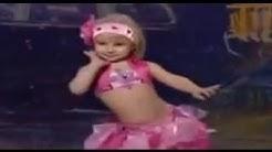 """une fillette de 3 ans bien danser sur 'Ukraine a du talent """""""
