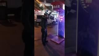 2.vuruşta yandan geçen adama dikkat ( Demir yumruk)