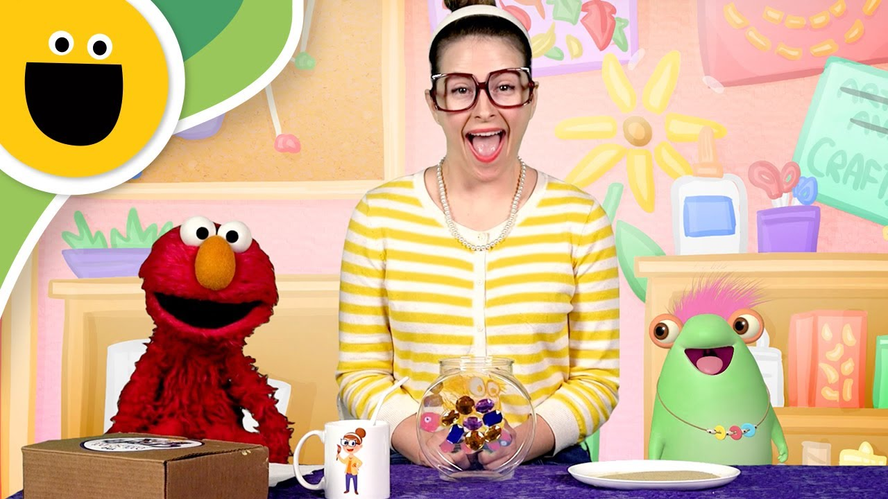 Marvie elmo crafty carol make a fishbowl with slime for Elmo arts and crafts