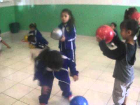Musica y movimiento para preescolares 1 (ritmo) con pelotas - YouTube