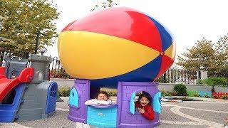 Öykü'nün Evinin Çatısına Top Düştü Uçan Balona Dönüştü! Funny Kids Video