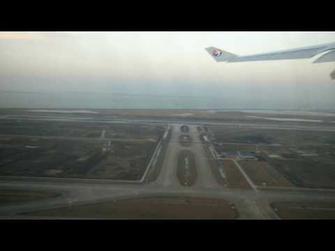 China Eastern Airlines A330-200 take off from Shanghai Pudong 中國東方航空 上海浦東-台北 起飛