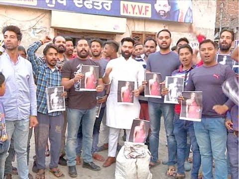 राखी सावंत की ग्रिफ्तारी न होने पर वाल्मीकि भाईचारे ने किया रोश प्रदर्शन