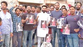 Video राखी सावंत की ग्रिफ्तारी न होने पर वाल्मीकि भाईचारे ने किया रोश प्रदर्शन download MP3, 3GP, MP4, WEBM, AVI, FLV September 2018