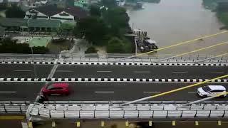 mobil goyang (porno)