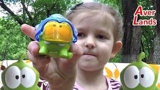 відкриваємо сюрпризи колекційна іграшка ам ням нагодуй ам ням мармеладом sweet box #1