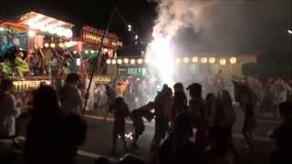 茨城県常総市の夏まつり。ちびっこも 大人も 火の粉まみれで 何か、いさ...