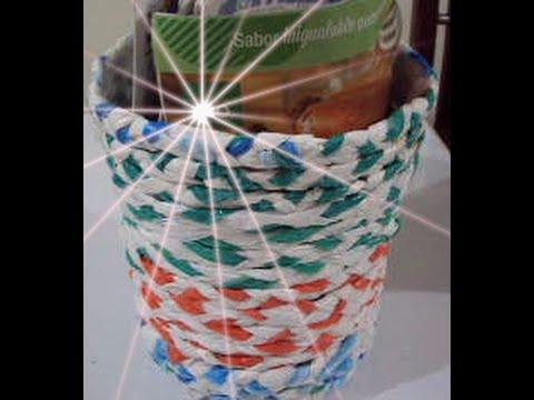 Como hacer un cesta de papeles con bolsas plasticas - Decorar cestas de mimbre paso a paso ...