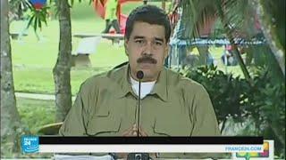 مادورو يهنئ الجيش بإحباط تمرد في قاعدة عسكرية