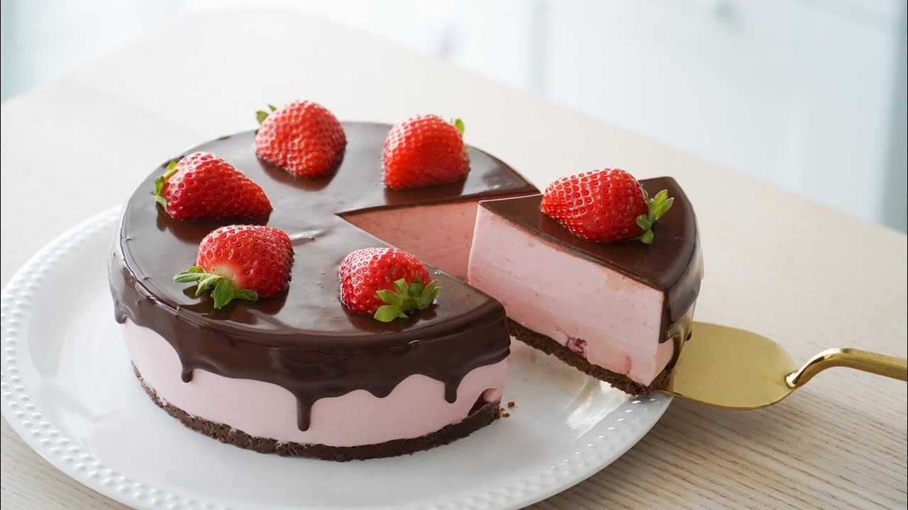 Chocolate Strawberry Cheesecake. No Bake. No Egg