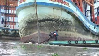 Sức mạnh Hai chiếc vỏ lãi kè chiếc tàu biển khổng lồ/sia boat