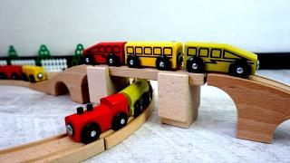 видео Игрушечную железную дорогу купить для детей