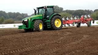 AGRO SHOW Bednary 2012 - Traktor John Deere z potężnym pługiem