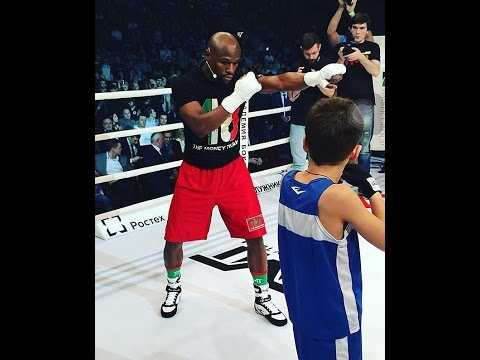 FLOYD MAYWEATHER SETS GUINNESS WORLD RECORD IN RUSSIA; TRAINS THOUSANDS OF ASPIRING BOXERS
