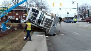 Download tractor trailer full of hogs downtown Warsaw Indiana Mp3 and Videos