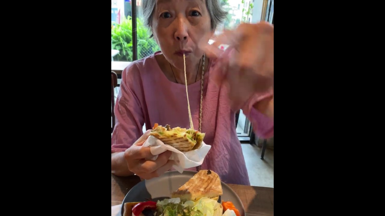 培仁蔬食媽媽日常小短片-你看!會牽絲! - YouTube