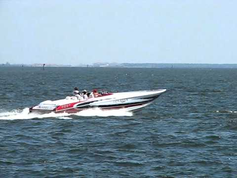 Cigarette Speed Boat In Tampa Bay Racing Through Water - Festivals of Speed