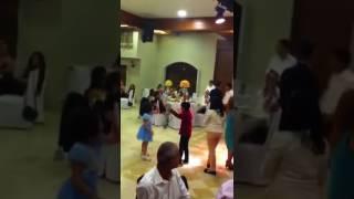 Племянник отжигает на свадьбе под калинку малинку