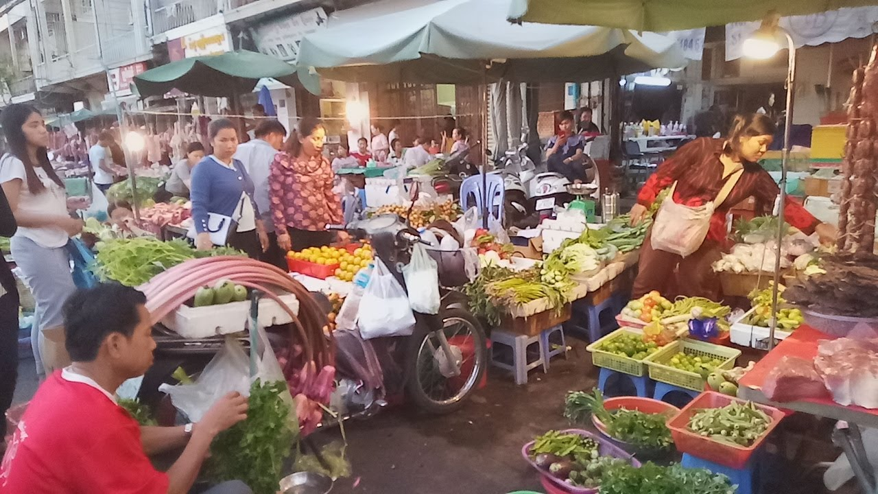 Night Market - Street Food Near Me - Toultompoung Market ...