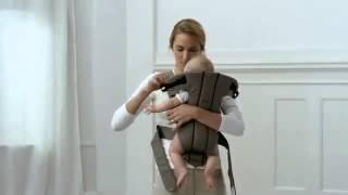 Видеоинструкция BabyBjorn: как носить ребенка в рюкзаке-кенгуру лицом к вам.